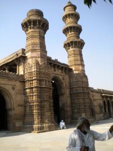 The Jhulta Minara